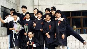 元智大學學生畢業合拍照片
